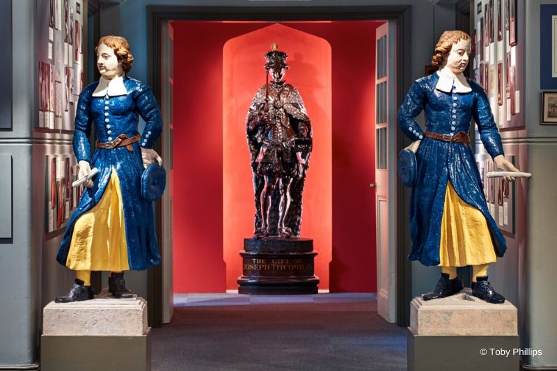 Statues of Christs Hospital boys stand at the museum entrance